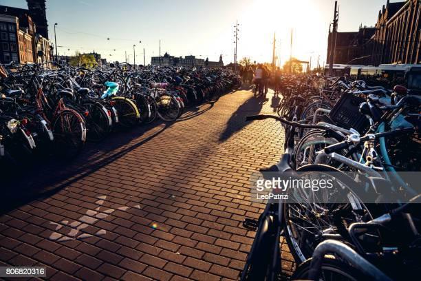 Amsterdam fiets parkeren bij Centraalstation