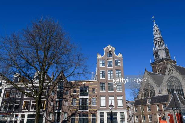 """amsterdam canal houses facades at the oudeszijds achterburgwal during a beautiful early springtime day - """"sjoerd van der wal"""" or """"sjo"""" stock pictures, royalty-free photos & images"""