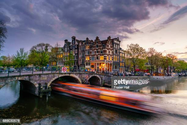 amsterdam canals at dusk - amsterdam stock pictures, royalty-free photos & images
