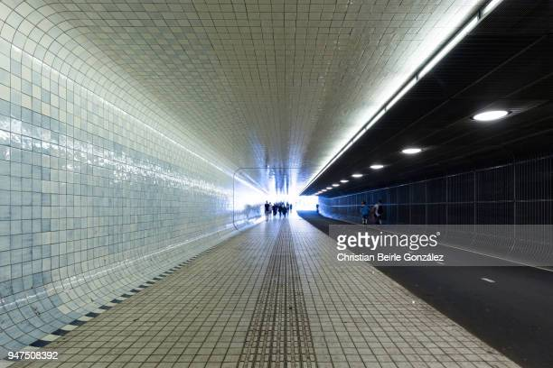 amsterdam centraal - underpass - christian beirle gonzález stock pictures, royalty-free photos & images