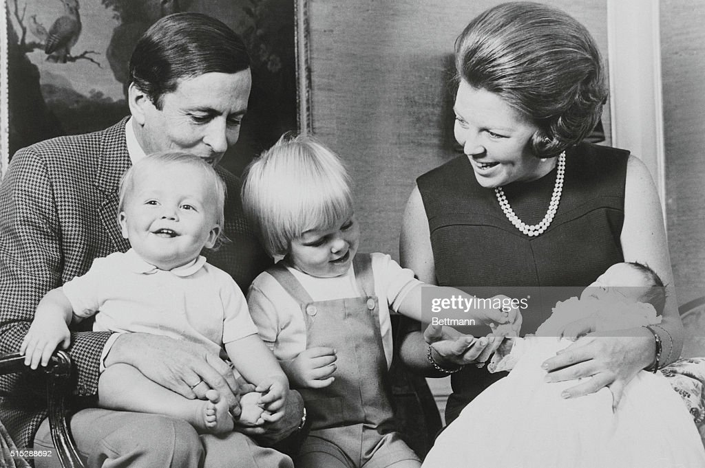 Princess Beatrix and Prince Claus with Their Offspring : Nieuwsfoto's
