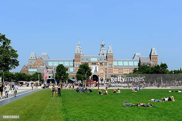 amsterdam museumplein with rijksmuseum - terraced field stock pictures, royalty-free photos & images