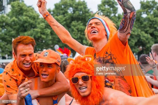 amsterdam, national football team fans during worldcup 2010 - internationellt fotbollsevenemang bildbanksfoton och bilder