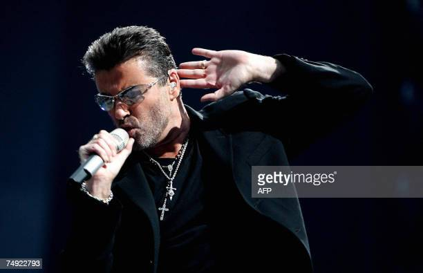 Amsterdam, NETHERLANDS: British singer George Michael performs during a concert in Amsterdam, 26 June 2007. AFP PHOTO / ANP PHOTO / EVERT ELZINGA