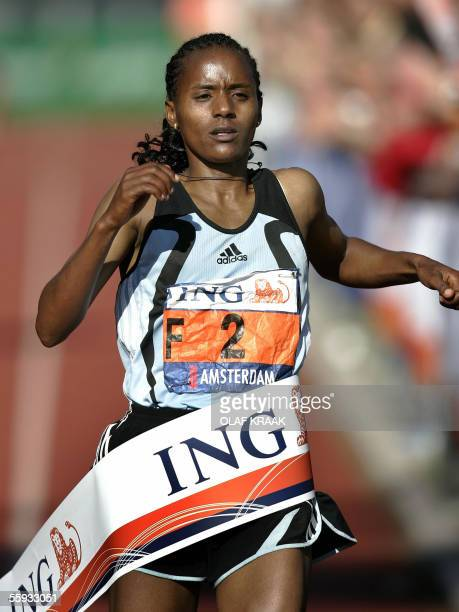 Kutre Dulecha of Ethiopia crosses the finish line to win the Women's Amsterdam Marathon in a time of 2 hours 30 mins 06 secs here 16 October 2005 AFP...