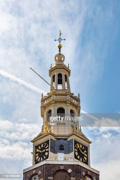 amsterdam, netherlands. munttoren (mint tower) - klokkentoren met wijzerplaat stockfoto's en -beelden