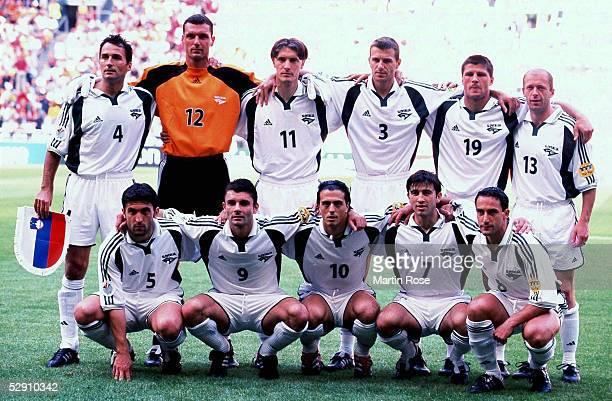 EURO 2000 Amsterdam SLOWENIEN SPANIEN 12 vordere Reihe vlnr Darko MILANIC Mladen DABANOVIC Miran PAVLIN Zeljko MILINOVIC Amir KARIC Mladen RUDONJA...