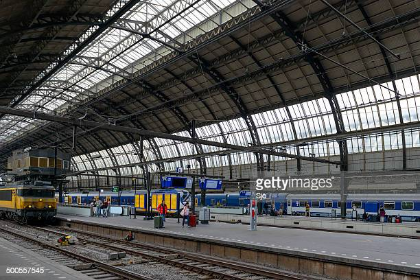 """la estación de tren de ámsterdam - """"sjoerd van der wal"""" or """"sjo"""" fotografías e imágenes de stock"""