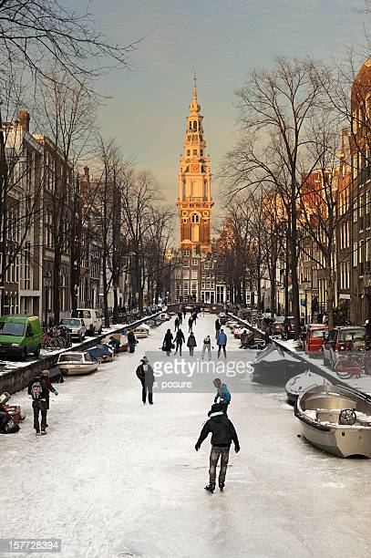 amsterdam with ice on the canals - noord holland stockfoto's en -beelden