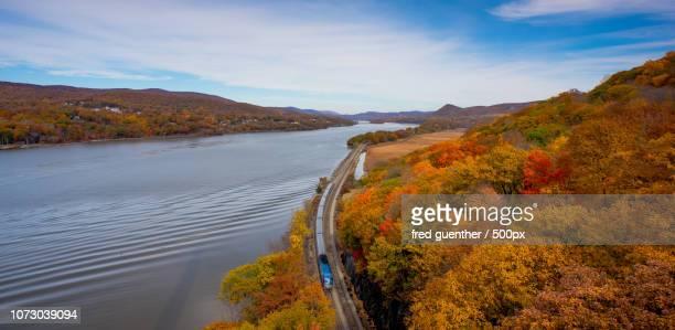 amtrak at bear mountain bridge - bear mountain bridge stock pictures, royalty-free photos & images
