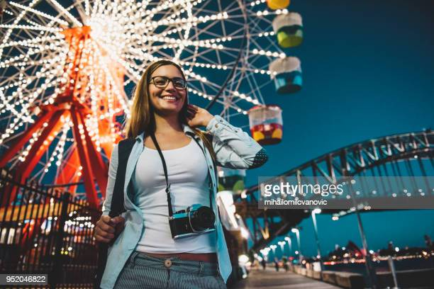 amusement park at night - ferris wheel stock pictures, royalty-free photos & images