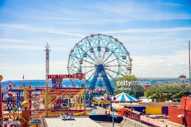 amusement park in coney island - ny - coney island stock pictures, royalty-free photos & images