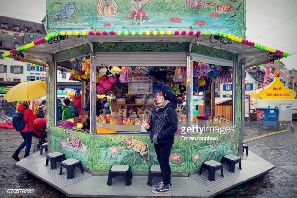 amusement park vendor waiting for customers. - emreturanphoto bildbanksfoton och bilder