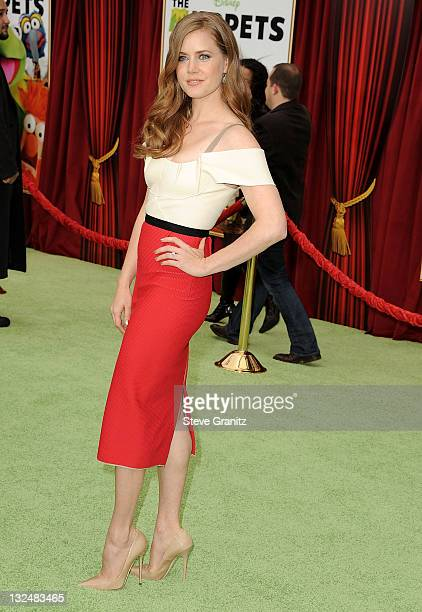 Amy Adams attends The Muppet Los Angeles Premiere at the El Capitan Theatre on November 12 2011 in Hollywood California