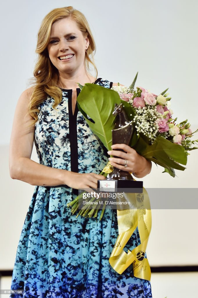 Amy Adams poses with the Giffoni Award during Giffoni Film Festival 2017 on July 18, 2017 in Giffoni Valle Piana, Italy.