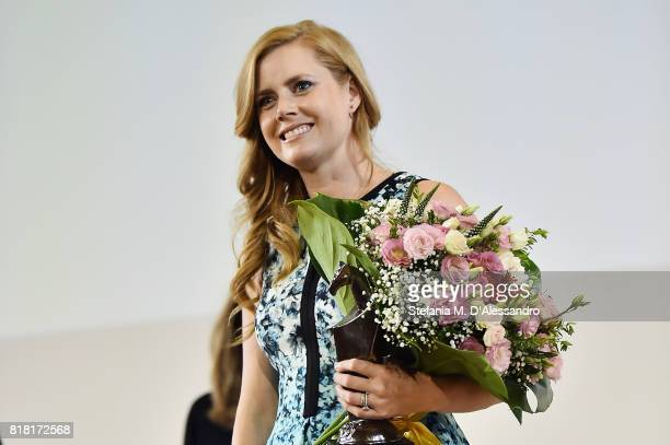 Amy Adams poses with the Giffoni Award during Giffoni Film Festival 2017 on July 18 2017 in Giffoni Valle Piana Italy