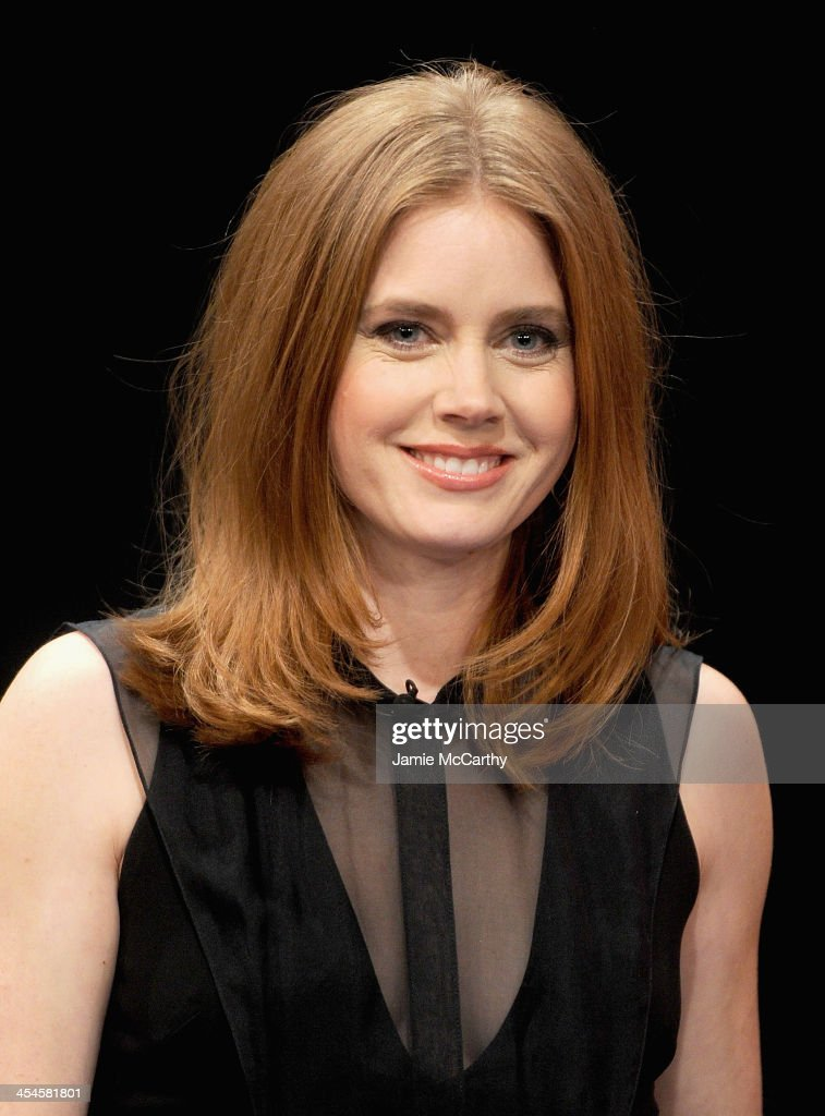 Amy Adams visits 'Late Night With Jimmy Fallon' at Rockefeller Center on December 9, 2013 in New York City.