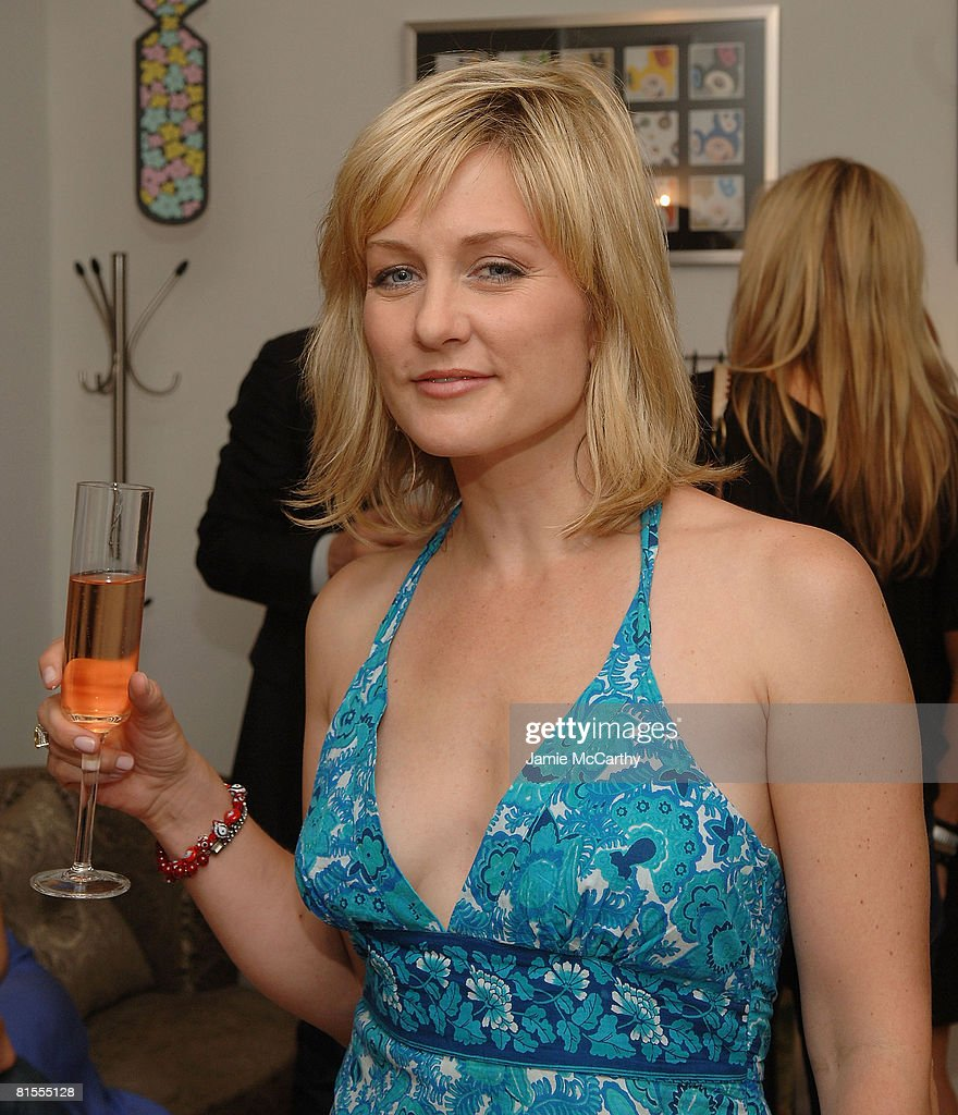 Amy Carlson Bilder amy carlson attend the flying television 10th anniversary