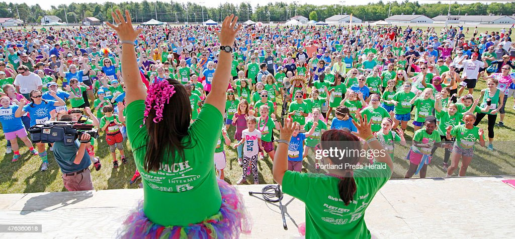 Amy Dresser And Her Daughter Kylie Of Yarmouth Lead The Crowd In A News Photo Getty Images