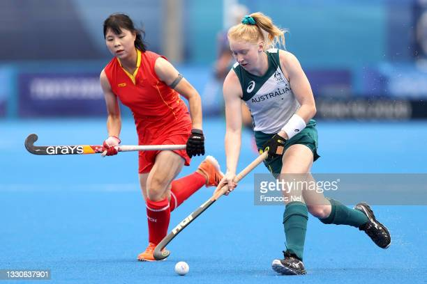 Amy Lawton of Team Australia is defended by Jinrong Zhang of Team China during the Women's Preliminary Pool B match on day three of the Tokyo 2020...