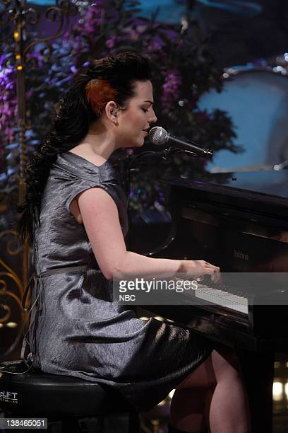 LENO Amy Lee Air Date Episode 3639 Pictured Musical guest Amy Lee performs on October 13 2008