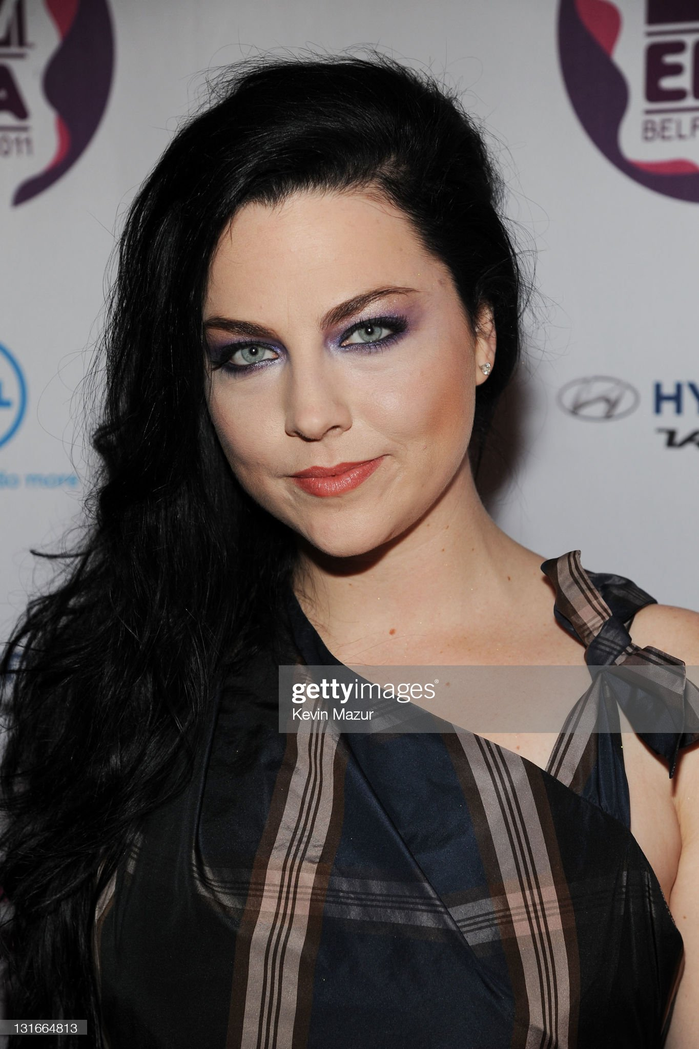 DEBATE sobre guapura de famosos y famosas - Página 5 Amy-lee-of-evanescence-attends-the-mtv-europe-music-awards-2011-at-picture-id131664813?s=2048x2048