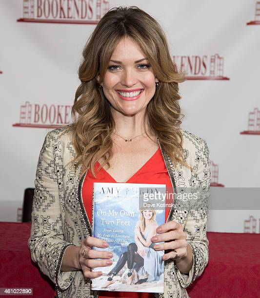 Amy Purdy Signs Copies Of 'On My Own Two Feet' at Bookends Bookstore on January 4 2015 in Ridgewood New Jersey