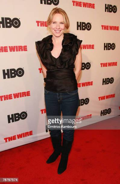 """Amy Ryan arrives at the """"The Wire"""" Season 5 Premiere at the Chelsea West Theater on January 4, 2008 in New York City."""