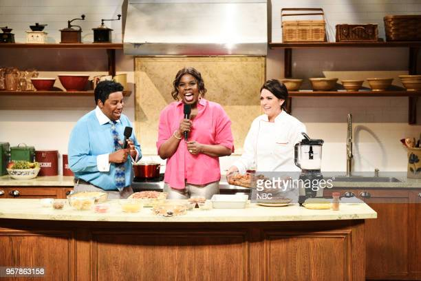 LIVE 'Amy Schumer' Episode 1745 Pictured Kenan Thompson as Pervis Scott Leslie Jones as Traci Scott Cecily Strong as Melissa Malek during 'Gospel...