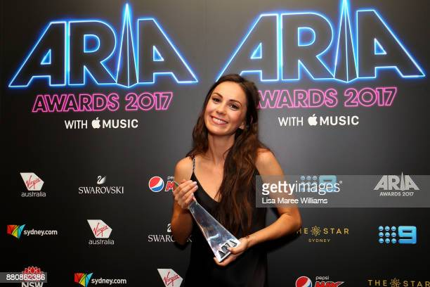 Amy Sharp poses in awards room with an ARIA for Breakthrough Artist during the 31st Annual ARIA Awards 2017 at The Star on November 28 2017 in Sydney...