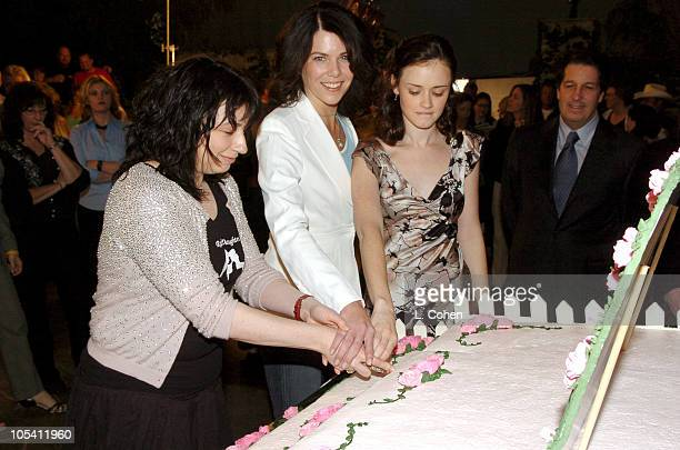 Amy Sherman executive producer Lauren Graham and Alexis Bledel
