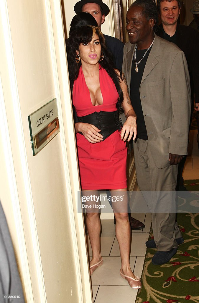Amy Winehouse attends the 2009 Q Awards held at the Grosvenor House Hotel on October 26, 2009 in London, England.