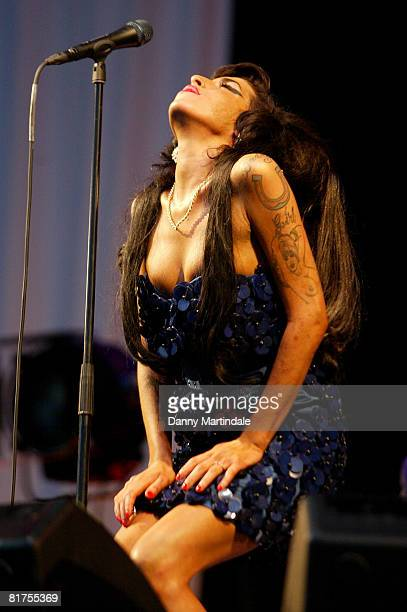 Amy Winehouse performs at the Glastonbury Festival 2008 on June 28, 2008 in Glastonbury, England.