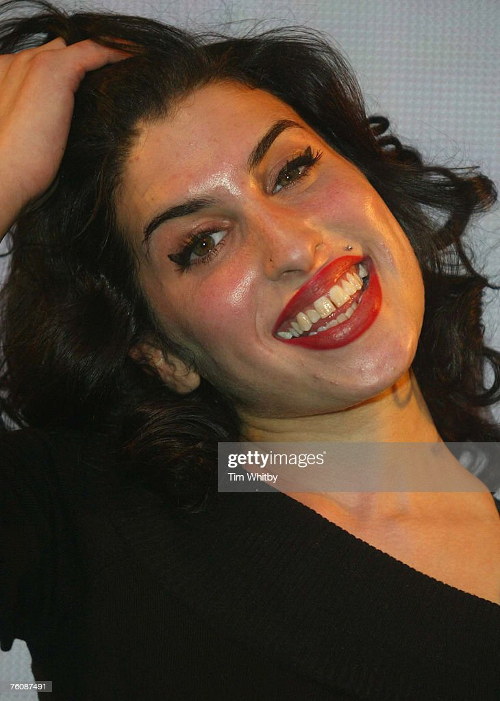 Amy Winehouse Appears at HMV for Latest Album