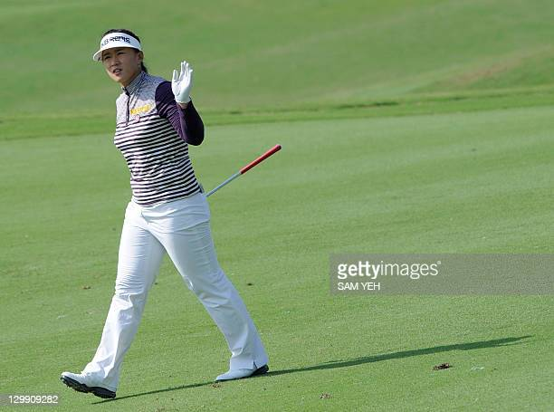 Amy Yang of South Korea waves during the third round of the Sunrise LPGA Taiwan Championship golf tournament in Yangmei northern Taoyuan county on...
