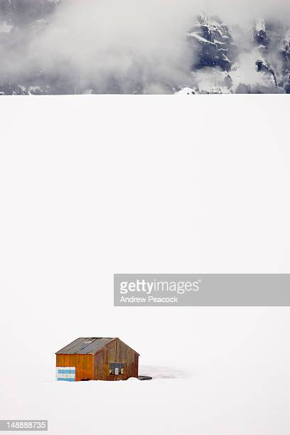 an abandoned argentine base hut in the dorian bay area. - houses in antarctica stock pictures, royalty-free photos & images