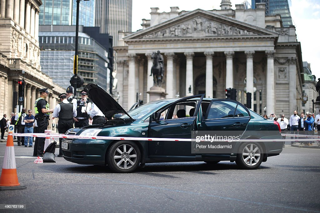 Bomb Scare In London's Financial District : News Photo