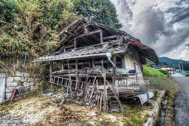 an abandoned house - 遺跡 ストックフォトと画像