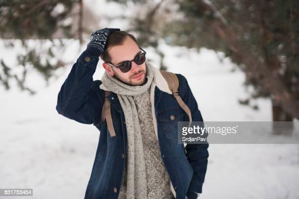 un charmeur de l'absolu - vêtement chaud photos et images de collection