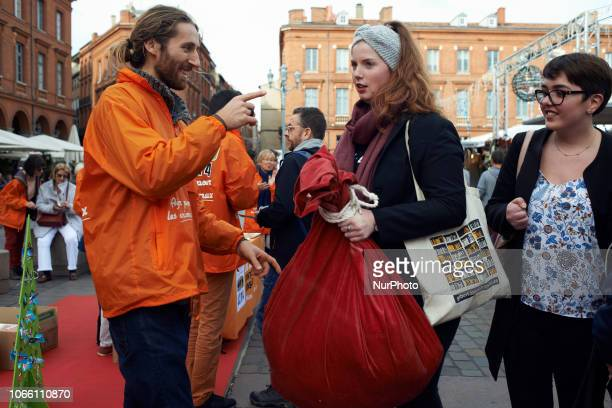 An activist of L214 has given a big bag wheighting 14 kilograms to a young woman It represents the quantity of food an human would eat per day as if...