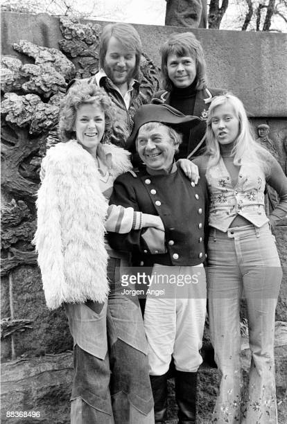 An actor playing Napoleon poses with the pop group Abba AnniFrid Lyngstad Benny Andersson Björn Ulvaeus Agnetha Fältskog to promote their single...
