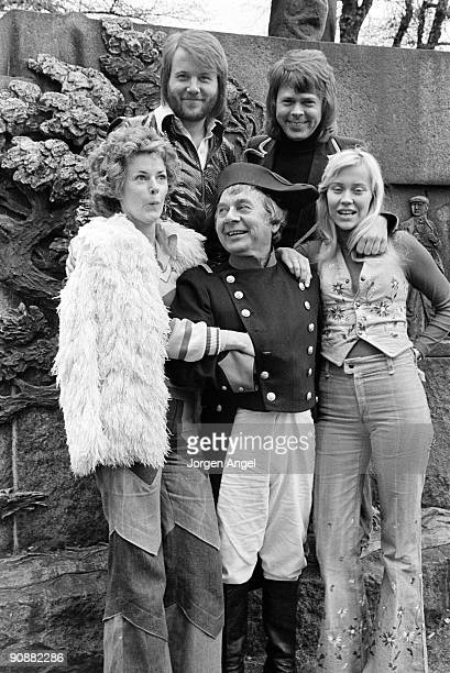 An actor playing Napoleon poses with the pop group Abba AnniFrid Lyngstad Benny Andersson Bjorn Ulvaeus Agnetha Faltskog to promote their single...