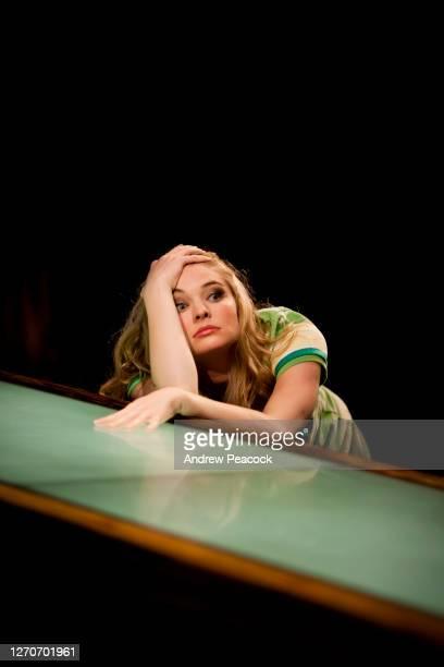 an actress makes an interesting expression onstage, san francisco, california. - schauspielerin stock-fotos und bilder