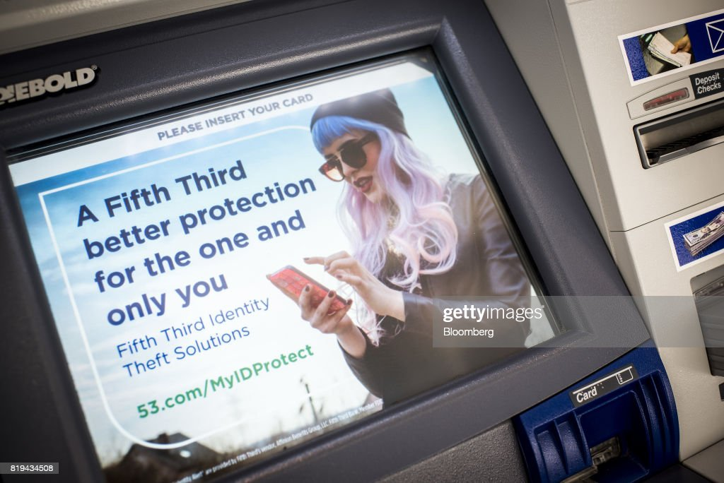 Fifth Third Bancorp Branches Ahead Of Earnings Figures : News Photo