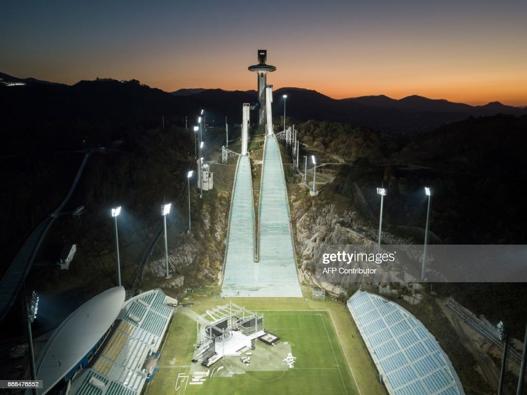 An aerial photo taken on October 30, 2017 shows a general view of the ski jumping venue of the Pyeongchang 2018 Winter Olympic games, at the Alpensia resort in Pyeongchang. / AFP PHOTO / Ed JONES