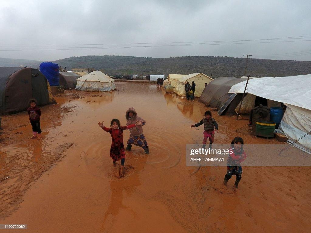 TOPSHOT-SYRIA-CONFLCT-IDLIB : News Photo