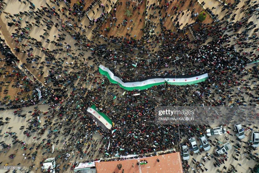 TOPSHOT-SYRIA-CONFLICT-ANNIVERSARY-PROTEST : Foto di attualità