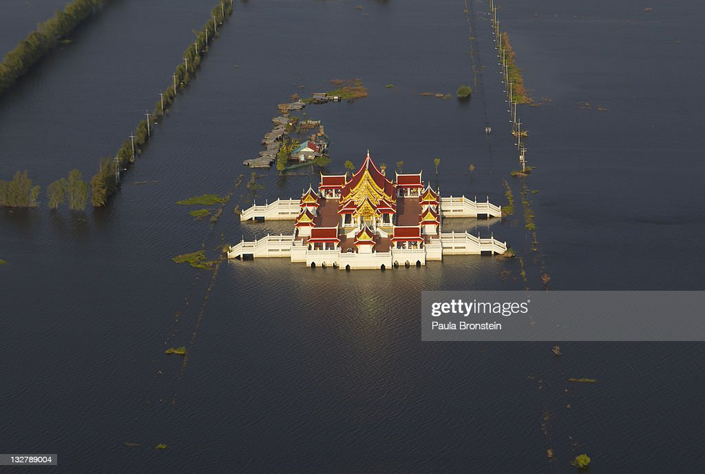 Bangkok Floods Continue To Threaten People and Economy : ニュース写真