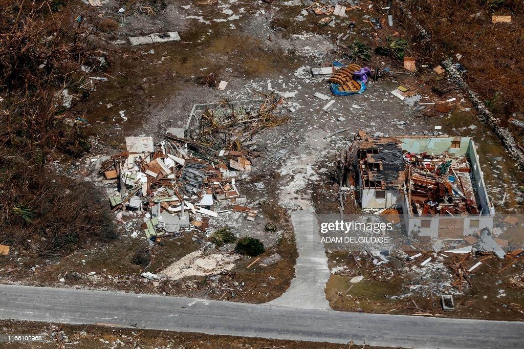 BAHAMAS-WEATHER-HURRICANE : News Photo