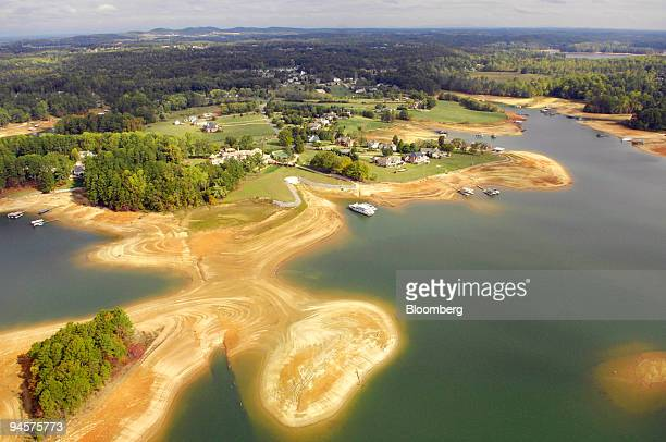 An aerial view of homes and boats along Atlanta's reservoir Lake Lanier in Buford Georgia US on Thursday Oct 25 2007 Georgia Governor Sonny Perdue...